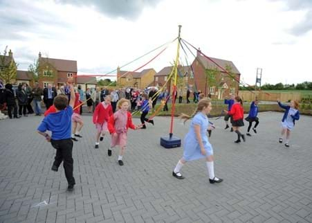 Ilmington-maypole-school-children_LandingBox.jpg